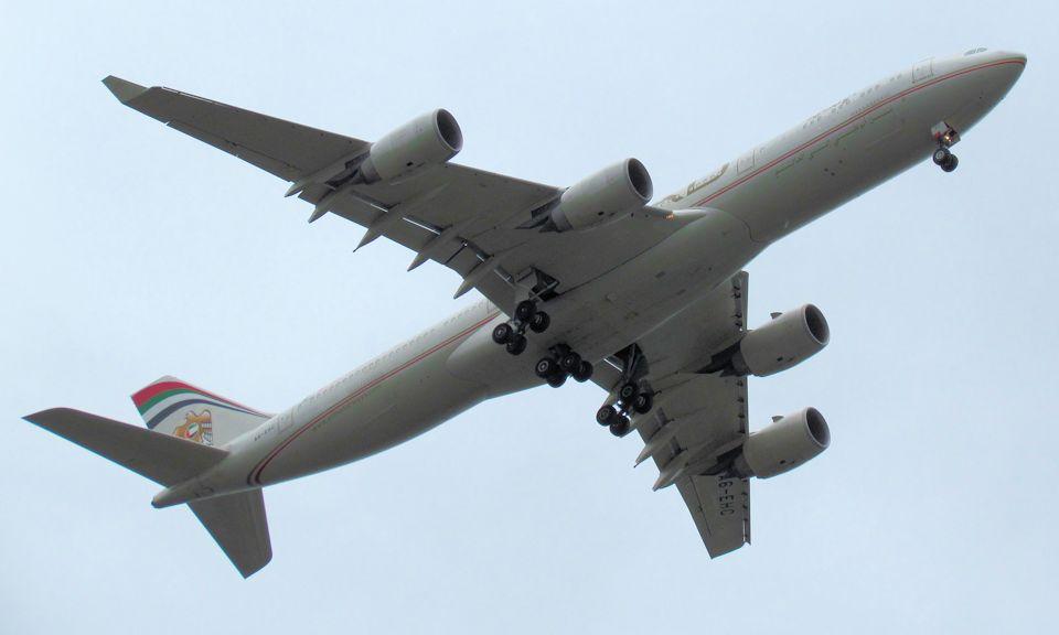 Etihad_A340_A6EHC_Manchester